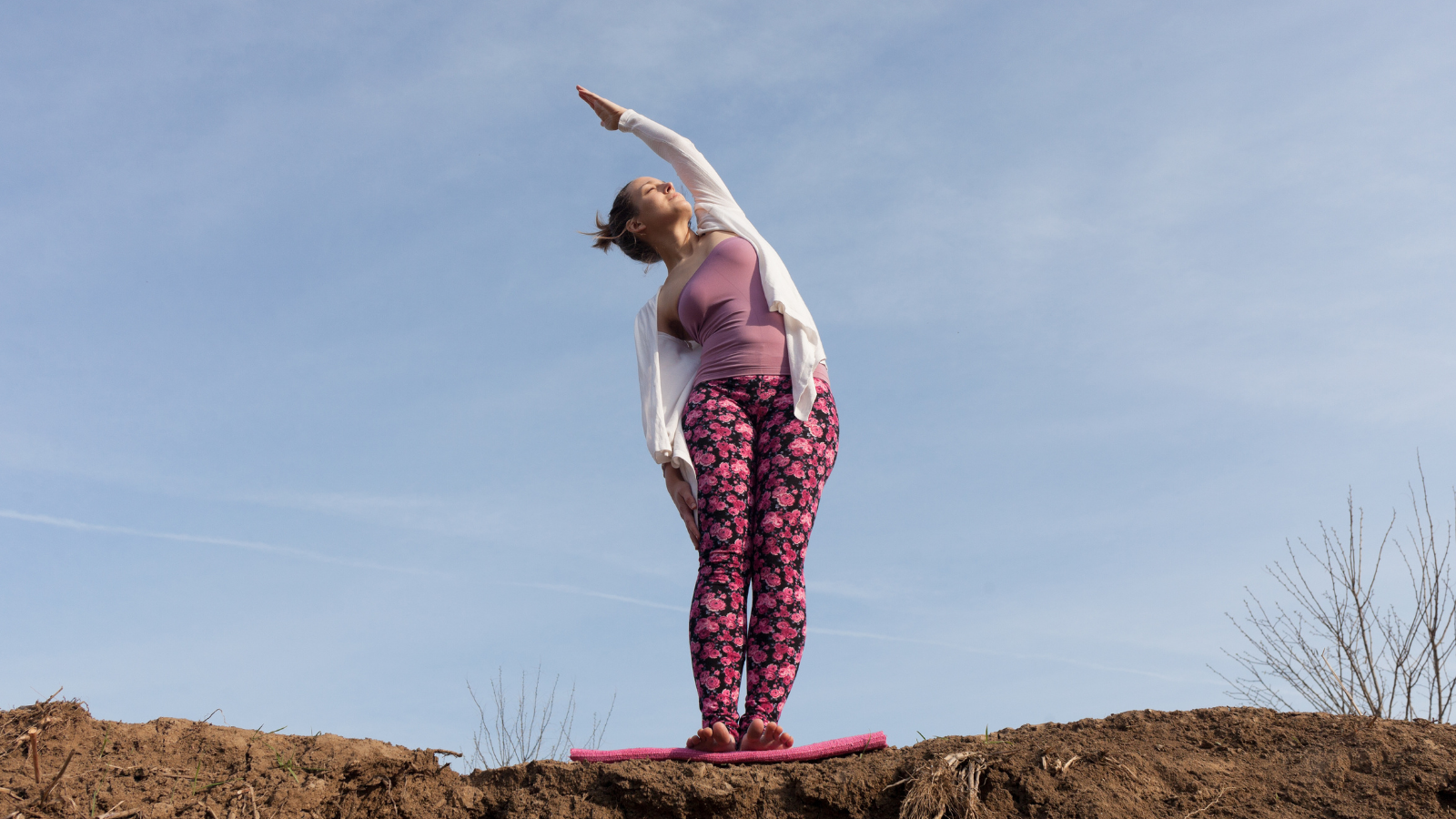Beginner yoga tips for warming up the body and the fascia in Palm Tree Pose (Sanskrit name: Talasana)