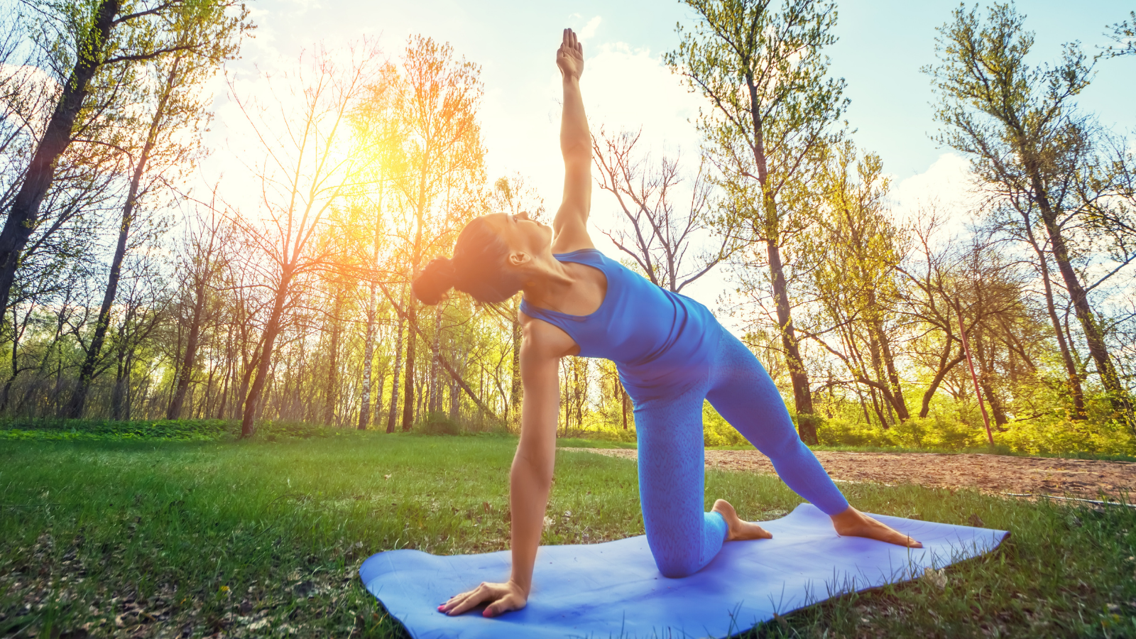 How to tap into the power of pausing through quiet yoga and meditation in Side Plank Pose (Vasisthasana) variation