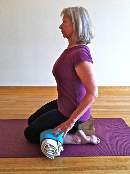Virasana, Hero's pose, protect knees and feet, yoga with props
