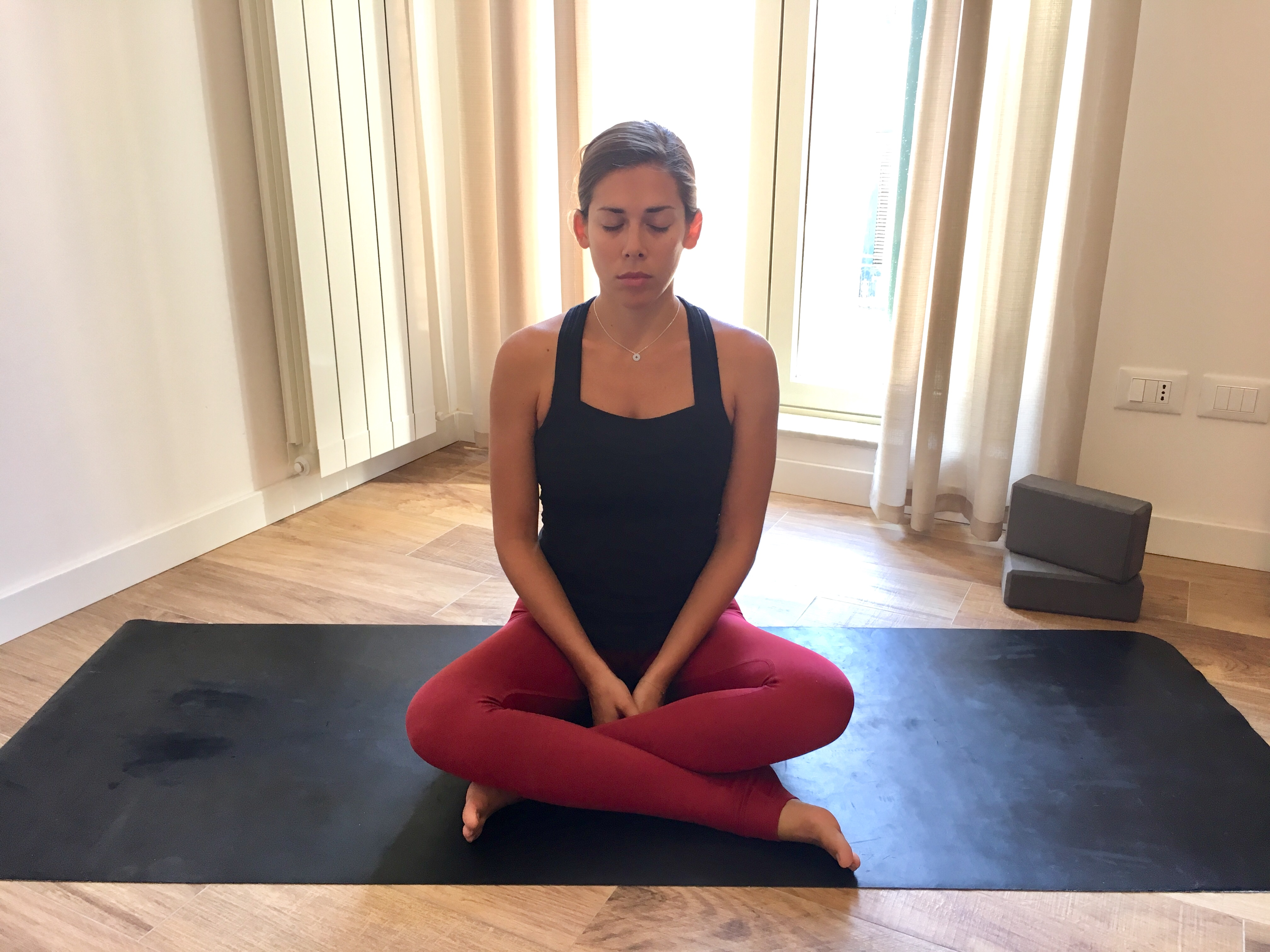 Agnisthambasana, Fire log pose, simple square, beginner's yoga, seated yoga, yoga for piriformis health