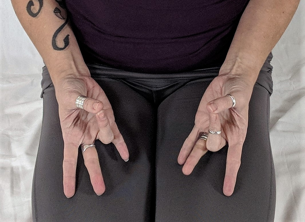 Vyanna Vayu Mudra, hand gestures in Yoga, Yoga for improved energy, yoga for improved circulation, yoga for Cancer Neurothapy